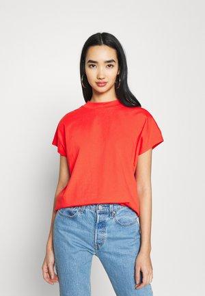 PRIME - Basic T-shirt - red
