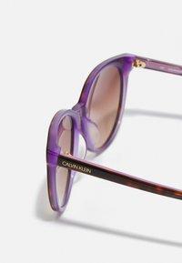 Calvin Klein - Sunglasses - tortoise/milky purple - 2