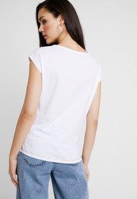 Even&Odd - Print T-shirt - red/dark blue - 2