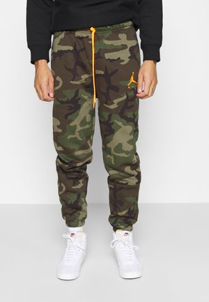 JUMPMAN AIR CAMO PANT - Pantaloni sportivi - medium olive/total orange