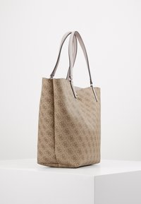 Guess - ALBY TOGGLE TOTE SET - Tote bag - brown - 4