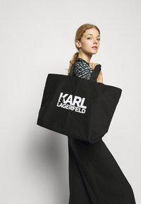 KARL LAGERFELD - EXCLUSIVE WRITING - Cabas - black - 0