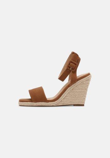 KAIRI - Wedge sandals - tan