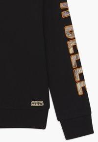 Scotch & Soda - SHORTER LENGTH WITH ARTWORKS - Sweatshirt - black - 2