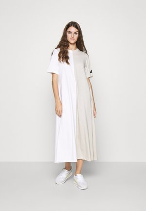DRESS - Maxi šaty - white