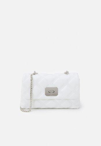 CROSSBODY BAG HERMIONE M - Skulderveske - white