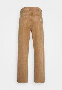 Carhartt WIP - NEWEL PANT DEARBORN - Trousers - hamilton brown - 1