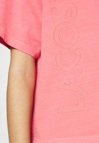 Lacoste LIVE - Print T-shirt - amaryllis - 5