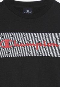 Champion - CHAMPION X ZALANDO CREWNECK - Sweatshirt - black/coral - 4