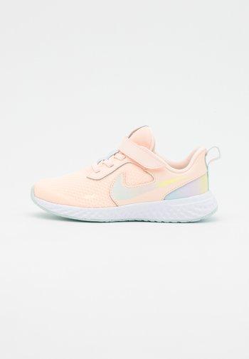 REVOLUTION 5 SE UNISEX - Neutral running shoes - crimson tint/multicolor/glacier blue/white