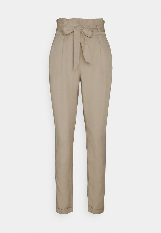 VMVIVIANAEVA LOOSE PABERBAG PANT - Pantaloni - beige