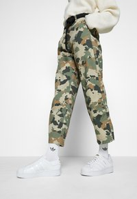 adidas Originals - SUPERSTAR BOLD - Sneakers basse - footwear white/gold metallic - 0