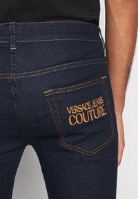 Versace Jeans Couture - DENIM RINSE - Jeansy Slim Fit - indigo - 5