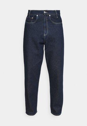 TROUSERS - Jeans fuselé - dark wash