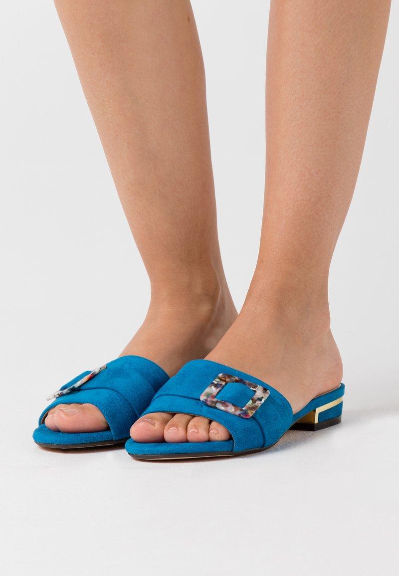 Menbur - Mules - blau