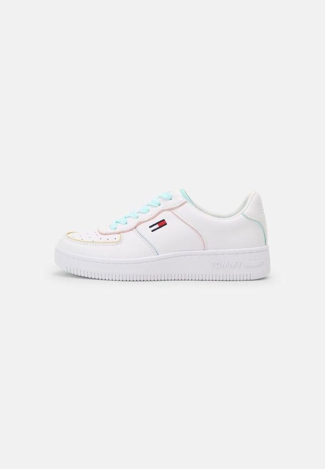 ABO PASTEL PIPING BASKET - Sneakers laag - white
