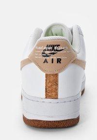 Nike Sportswear - AIR FORCE 1 - Sneakers laag - white/natural-white-black-volt - 5