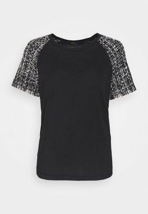 TIACO - Print T-shirt - noir / blanc