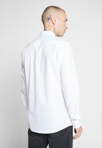 Only & Sons - ONSSANE SOLID POPLIN - Skjorter - white - 2