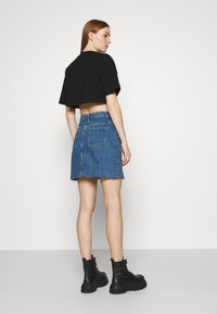 Gina Tricot - ZACHA CROPPED TEE - Basic T-shirt - black - 2