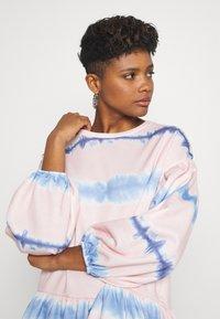 NEW girl ORDER - TIE DYE STRIPE DRESS - Sukienka letnia - pink - 3