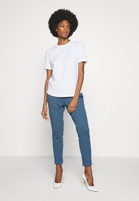 Rich & Royal - ICONIC - T-shirts - white - 1