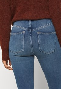 New Look Petite - CONTOUR - Jeans Skinny Fit - mid blue - 7
