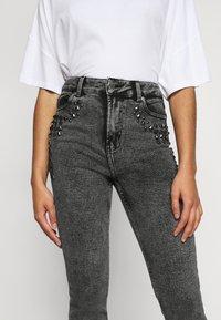 ONLY Petite - ONLWILD EMILY ANJEA - Jeans Skinny Fit - grey denim - 5