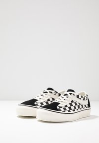 Vans - BOLD - Trainers - black/marshmallow - 2