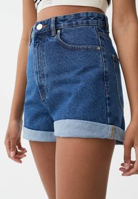 PULL&BEAR - MIT UMGESCHLAGENEM SAUM - Denim shorts - blue - 4