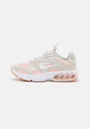 ZOOM AIR FIRE - Sneakers laag - light bone/white/pale coral/pink oxford/gum light brown/summit white