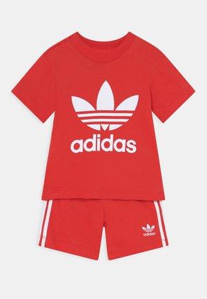 SET UNISEX - Shorts - red/white
