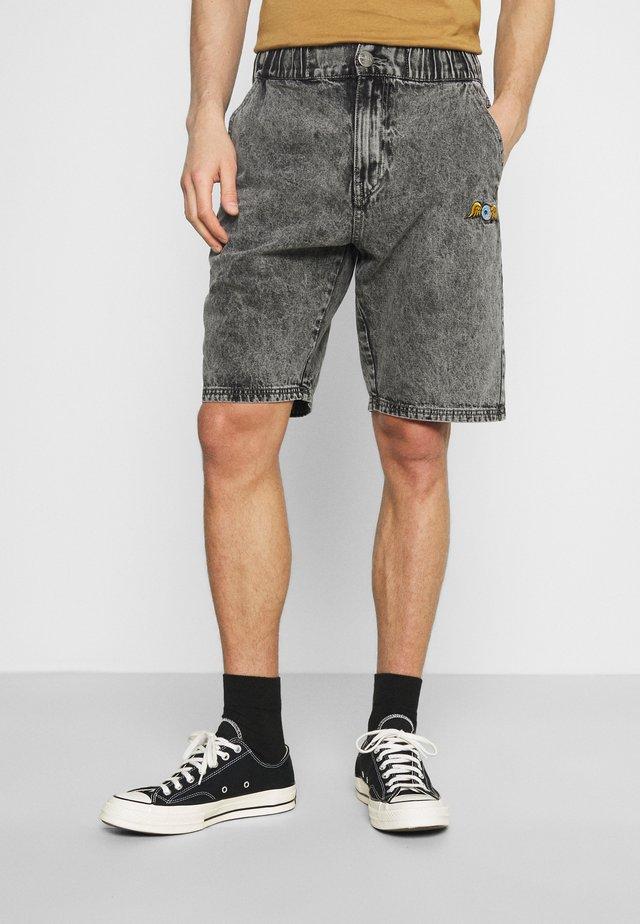 REMY - Shorts di jeans - black over dye