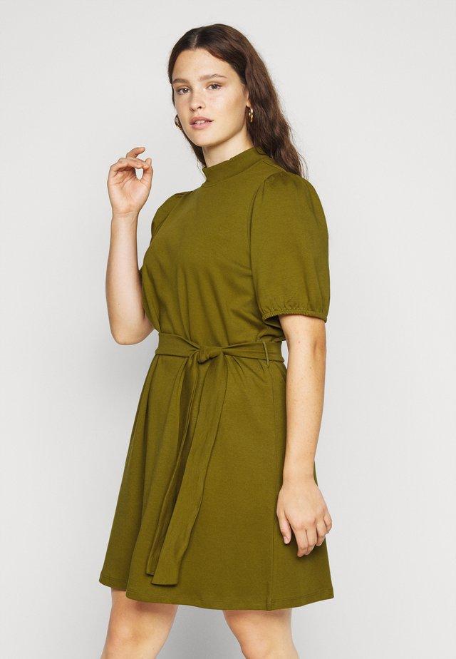 VMFOREST DRESS - Žerzejové šaty - fir green