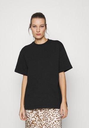 LIONELLE - Basic T-shirt - black