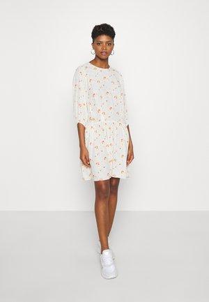 TEN 3/4 DRESS  - Vapaa-ajan mekko - off white