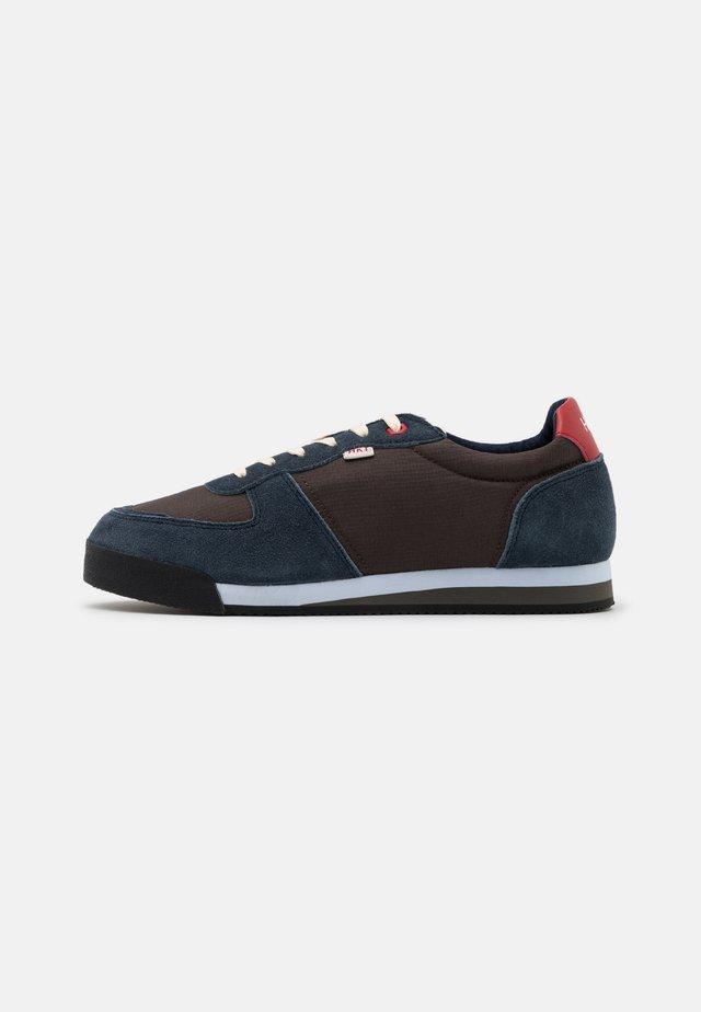 HIKER TRAINER - Sneakers laag - green/navy