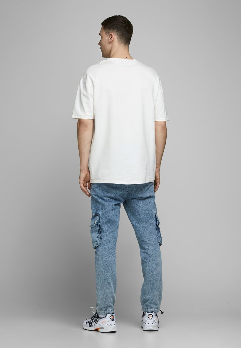 Jack & Jones BOX FIT - Basic T-shirt - cloud dancer VlxxC