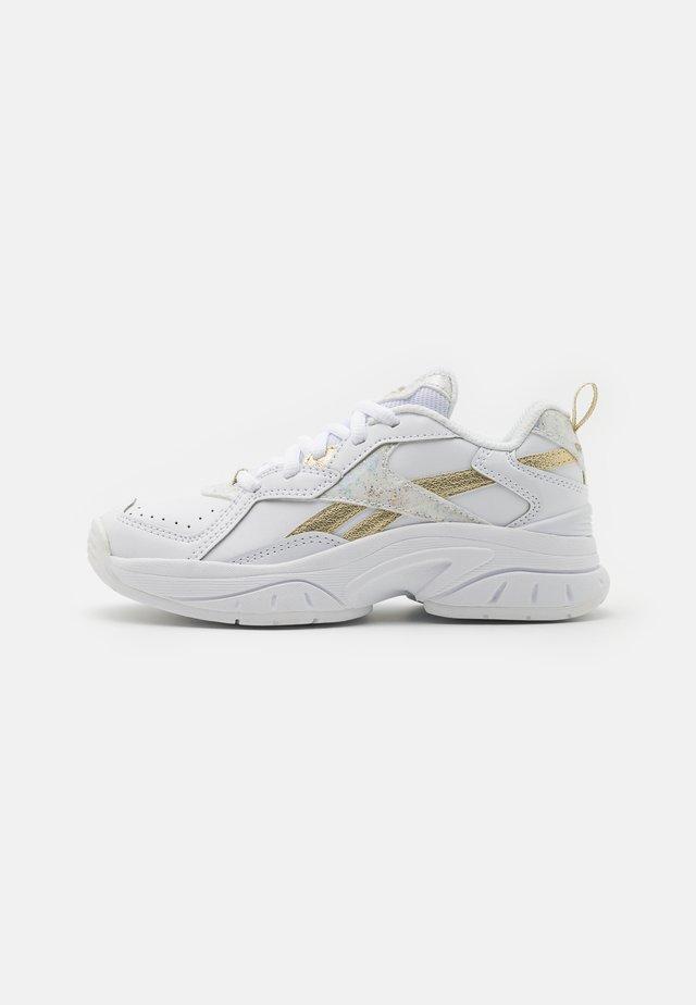 XEONA UNISEX - Obuwie treningowe - white/gold metallic