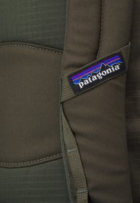 Patagonia - BLACK HOLE PACK 25L - Plecak podróżny - basin green - 4