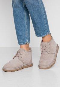 UGG - NEUMEL - Ankle boots - oyster - 0