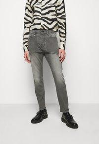 Just Cavalli - Jeans Tapered Fit - black denim - 0