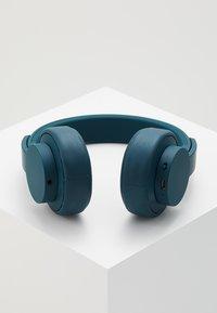 Urbanista - SEATTLE BLUETOOTH - Headphones - blue petroleum - 2