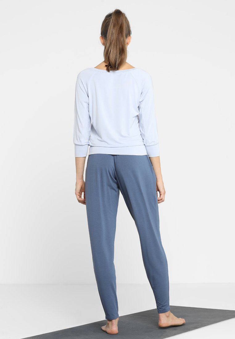 Curare Yogawear TWISTBACK - Topper - greyberry