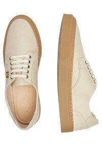 M. Moustache - ALEXANDRE - Sneakers laag - beige - 2