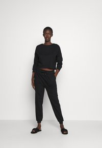 Anna Field - Basic lounge set - Pyjama set - black - 1