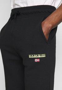 Napapijri - NERT - Teplákové kalhoty - black - 4