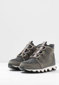 Sorel - KINETIC CARIBOU - Ankle boots - quarry - 4
