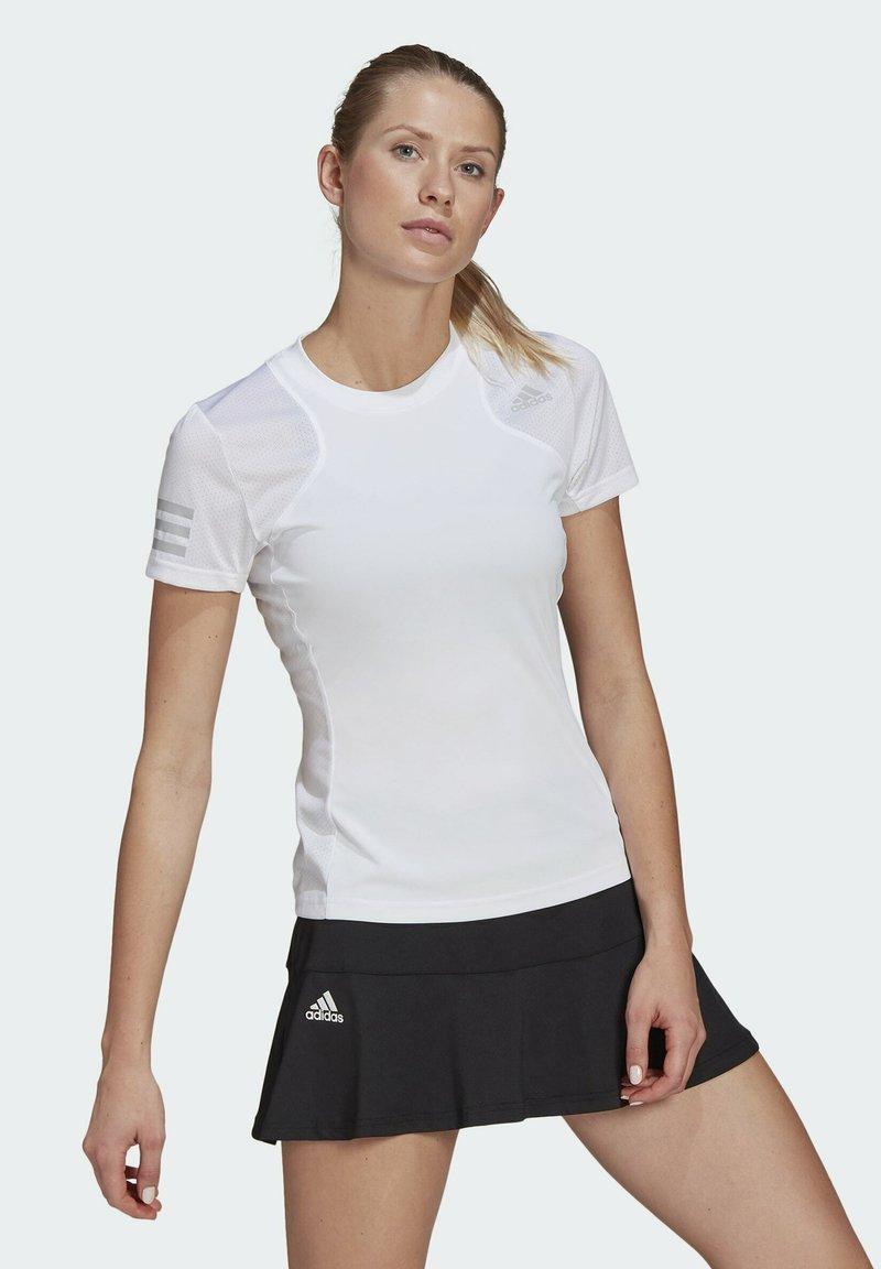 adidas Performance - CLUB TEE - T-shirt print - white/gretwo