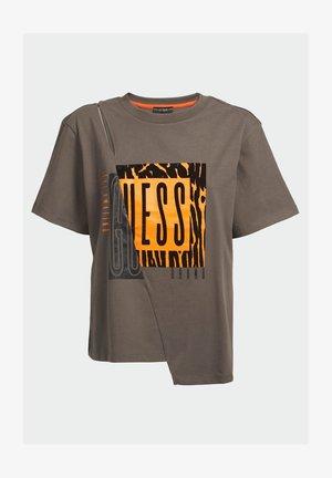 TONIA  - T-shirt con stampa - grün